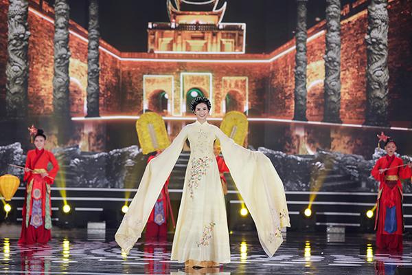 5 Hoa hậu của Thập kỷ hương sắc hội tụ trong phần thi áo dài của Đêm Chung kết  HHVN 2020 - Ảnh 2