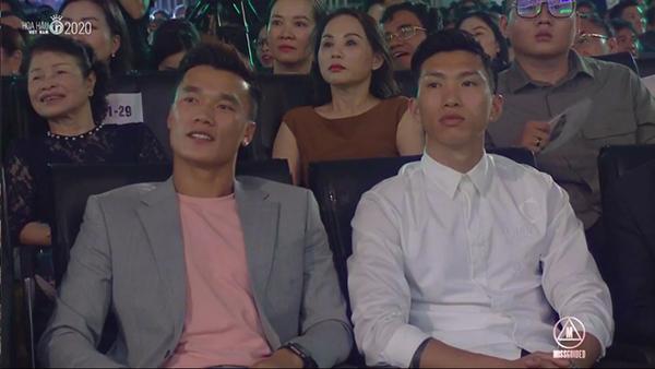 Văn Hậu, Bùi Tiến Dũng xuất hiện tại chung kết Hoa hậu Việt Nam 2020 - Ảnh 1