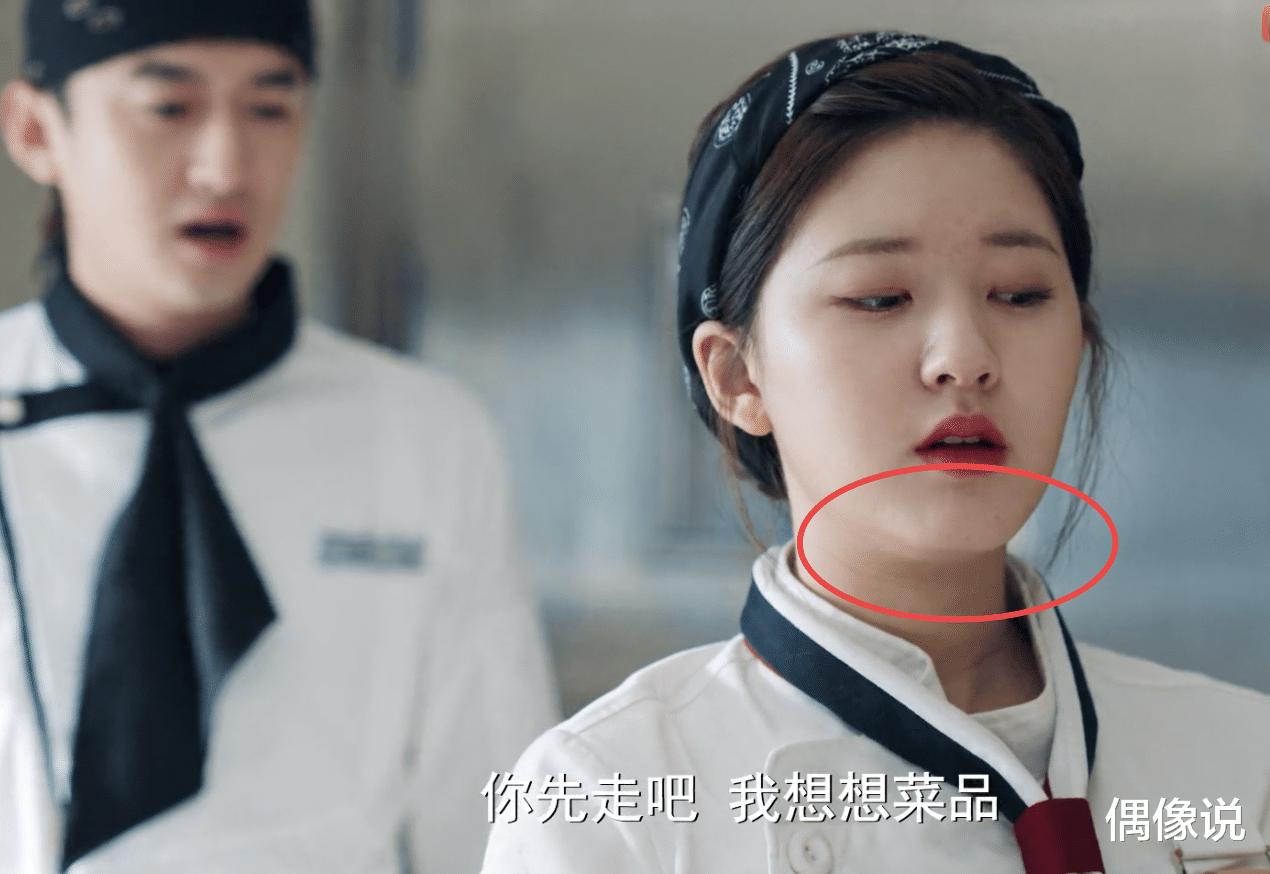 """Triệu Lộ Tư lộ cằm mỡ, mặt lấm tấm mụn gây tranh cãi trong phim """"Yêu Em Từ Dạ Dày"""" - Ảnh 2"""