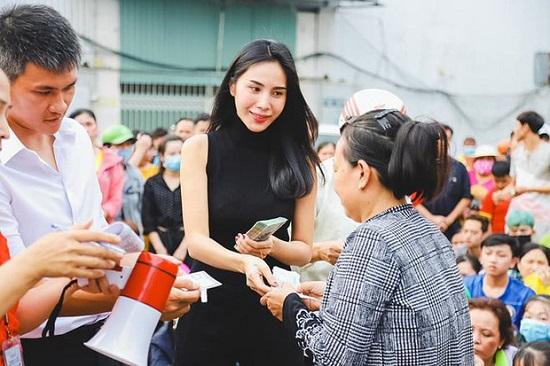 """Thủy Tiên kêu gọi được 2 tỷ giúp đỡ đồng bào miền Trung sau khi đáp trả antifan """"cực gắt"""" - Ảnh 3"""