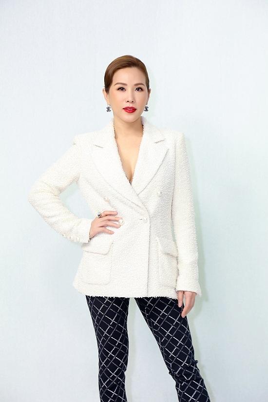 Hoa hậu Thu Hoài hé lộ doanh thu 10 tỷ đồng/tháng, lên tiếng về thông tin có 4 đời chồng - Ảnh 1