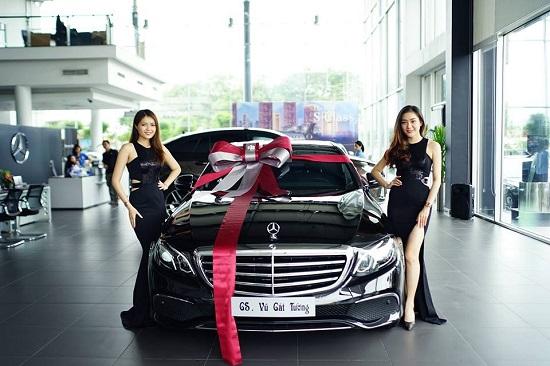 Bóc giá xế hộp Mercedes-Benz E200 được Vũ Cát Tường lựa chọn - Ảnh 1