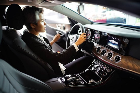 Bóc giá xế hộp Mercedes-Benz E200 được Vũ Cát Tường lựa chọn - Ảnh 3