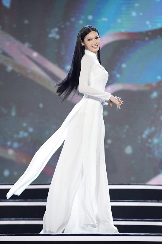 """Hoa hậu Việt Nam 2020: """"Bản sao"""" Tiểu Vy sở hữu đôi chân dài 1m1, xứng đáng là ứng viên """"nặng ký"""" - Ảnh 2"""