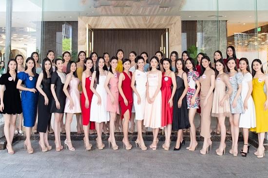 Dàn thí sinh Hoa hậu Việt Nam 2020 đồng loạt khoe chân dài, vén áo đọ eo thon trước thềm chung kết - Ảnh 1