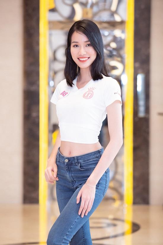 Dàn thí sinh Hoa hậu Việt Nam 2020 đồng loạt khoe chân dài, vén áo đọ eo thon trước thềm chung kết - Ảnh 11