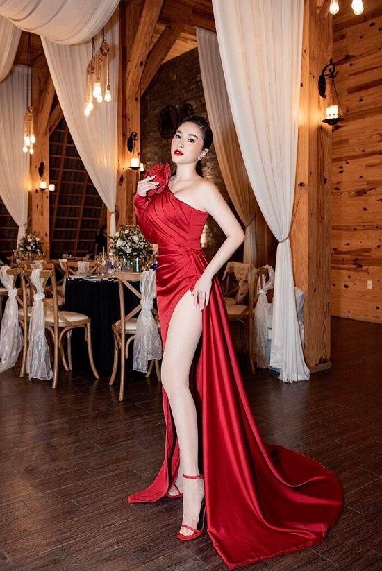 Bảo Thy diện váy lệch vai khoe nhan sắc quyến rũ hack tuổi - Ảnh 3