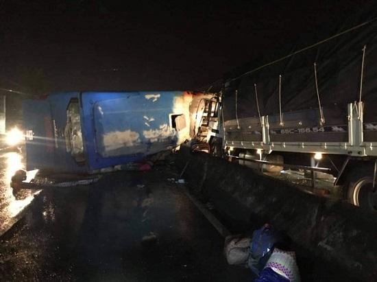 Hiện trường vụ tai nạn nghiêm trọng lúc nửa đêm, 1 người chết, 19 nạn nhân bị thương - Ảnh 4