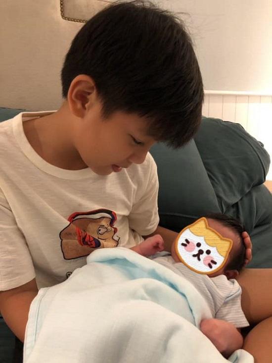 """Cha con Cường Đô La """"tranh nhau"""" vị trí đẹp trai hơn, Đàm Thu Trang liền có câu trả lời cực hợp lý - Ảnh 5"""