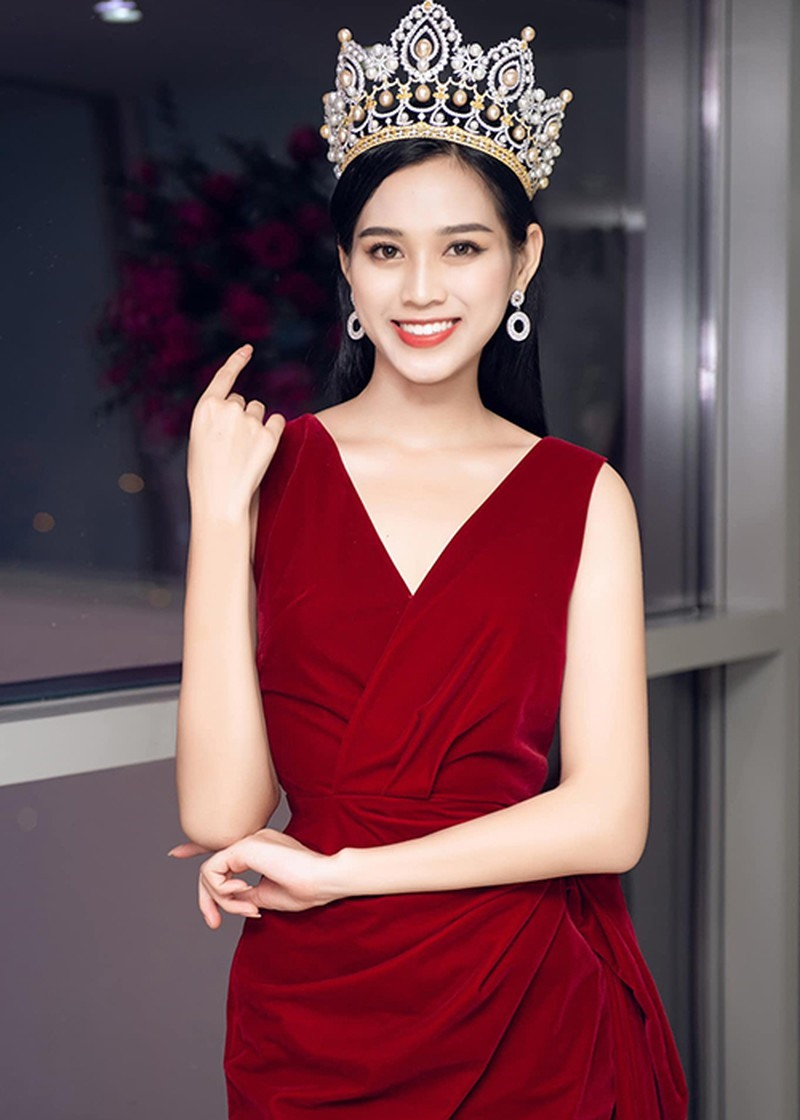 Tân hoa hậu Đỗ Thị Hà khoe chân dài miên man đọ sắc cùng Lương Thùy Linh, thân hình gầy gò gây chú ý - Ảnh 4