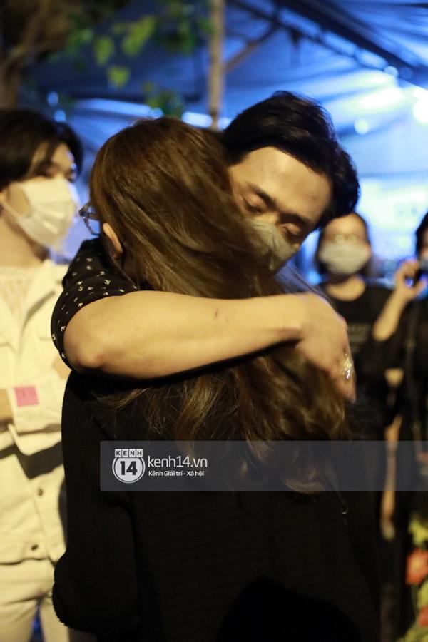 Nhiều nghệ sĩ có mặt để viếng cố nghệ sĩ Chí Tài, ai cũng rơi nước mắt xót xa - Ảnh 13