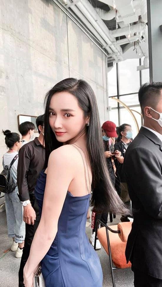 """Nhan sắc 'đỉnh cao' của Nhã Phương trong loạt ảnh hậu trường, không hổ danh """"mẹ bỉm xinh đẹp nhất nhì showbiz"""" - Ảnh 3"""