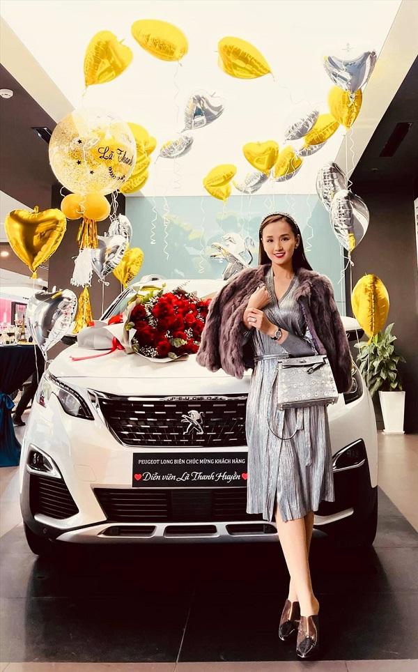 """Lã Thanh Huyền tậu xế hộp sang chảnh đầu năm mới, không hổ danh """"vợ doanh nhân"""" - Ảnh 1"""