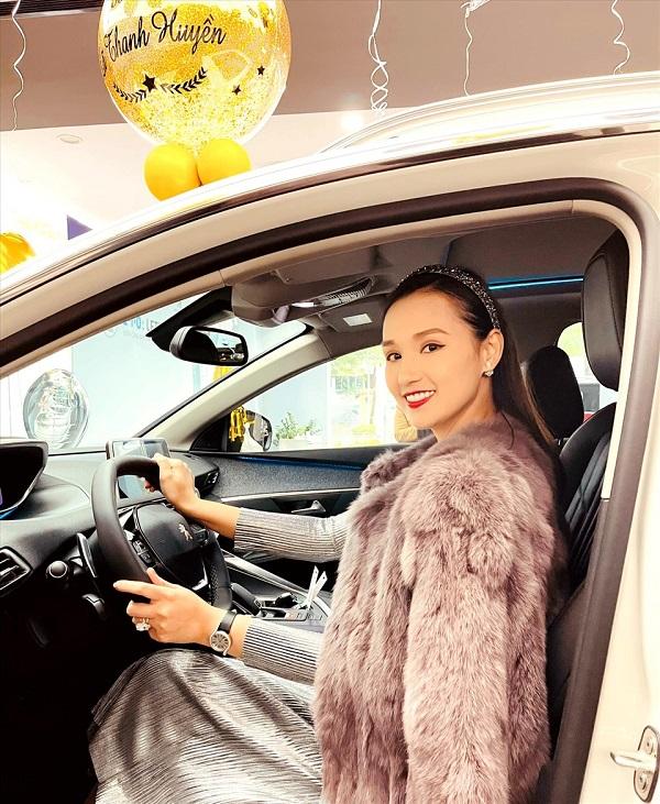 """Lã Thanh Huyền tậu xế hộp sang chảnh đầu năm mới, không hổ danh """"vợ doanh nhân"""" - Ảnh 2"""
