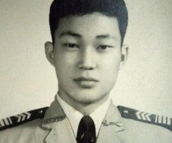 """""""Bao Công"""" Kim Siêu Quần: Tốt nghiệp trường quân đội, nổi tiếng nhưng chịu đựng bi thương lớn nhất của mọi cặp vợ chồng - Ảnh 2"""