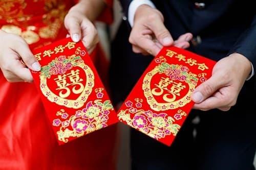 Vợ ép chồng tuyệt giao hội bạn thân 15 năm ngay sau đêm tân hôn vì tiền mừng cưới ít ỏi - Ảnh 1