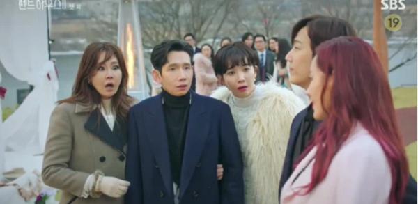 """Penthouse 2 (Cuộc Chiến Thượng Lưu 2) tập 1: Vừa mở màn đã bắt ngay cảnh Cheon Seo Jin """"ngoại tình"""" với chồng cũ - Ảnh 4"""