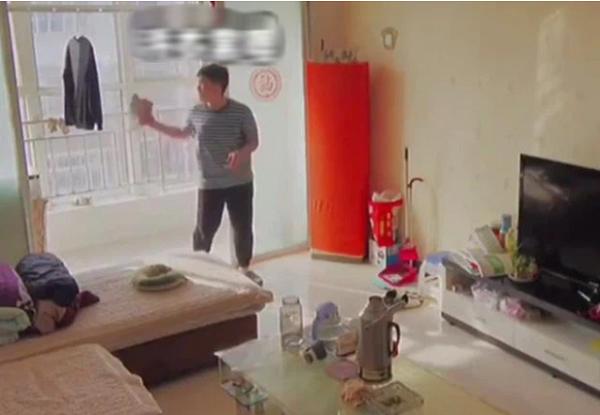 Mẹ lắp camera giám sát mọi cử động, bất ngờ phát hiện ra tài năng của con trai nhưng lại dấy lên tranh cãi - Ảnh 1
