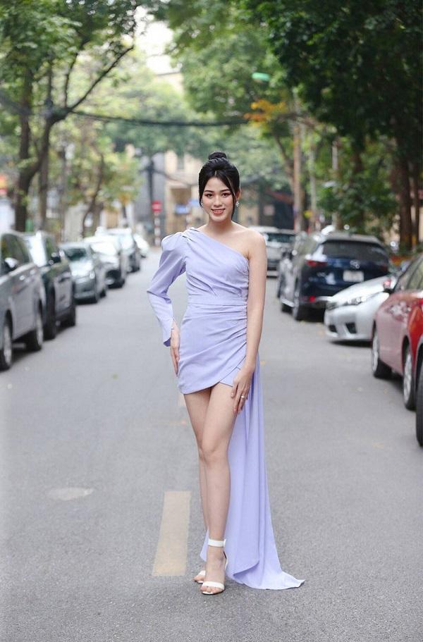 Đỗ Thị Hà chứng tỏ đẳng cấp thân hình ngày càng chuẩn, chinh phục thành công kiểu váy từng để lộ bụng mỡ - Ảnh 2