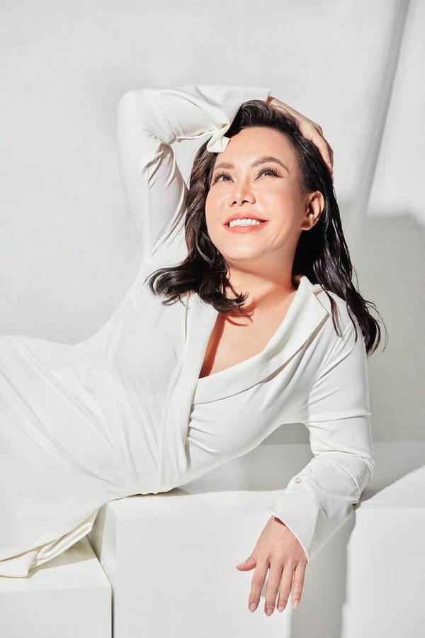 Trước khi đến với nhạc sĩ Hoài Phương, danh hài Việt Hương từng có cuộc hôn nhân với đạo diễn này tài giỏi, kín tiếng này - Ảnh 1
