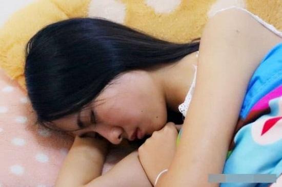 """Thói quen """"ngủ khỏa thân"""" đem lại lợi ích gì mà được bác sĩ khuyên nam nữ giới đều nên thử? - Ảnh 1"""