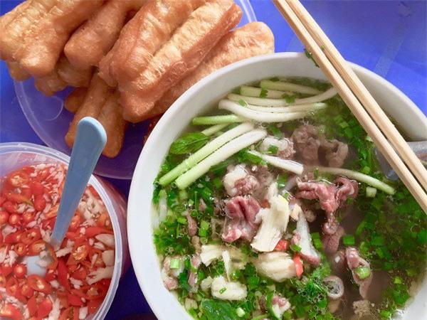 Những sai lầm tai hại khi ăn bún, phở buổi sáng của người Việt dễ gây suy hại gan thận - Ảnh 1