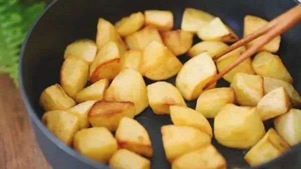 Khoai tây đừng chỉ đem xào, làm theo cách đặc biệt này vừa lạ miệng, vừa thơm ngậy, đậm đà - Ảnh 3