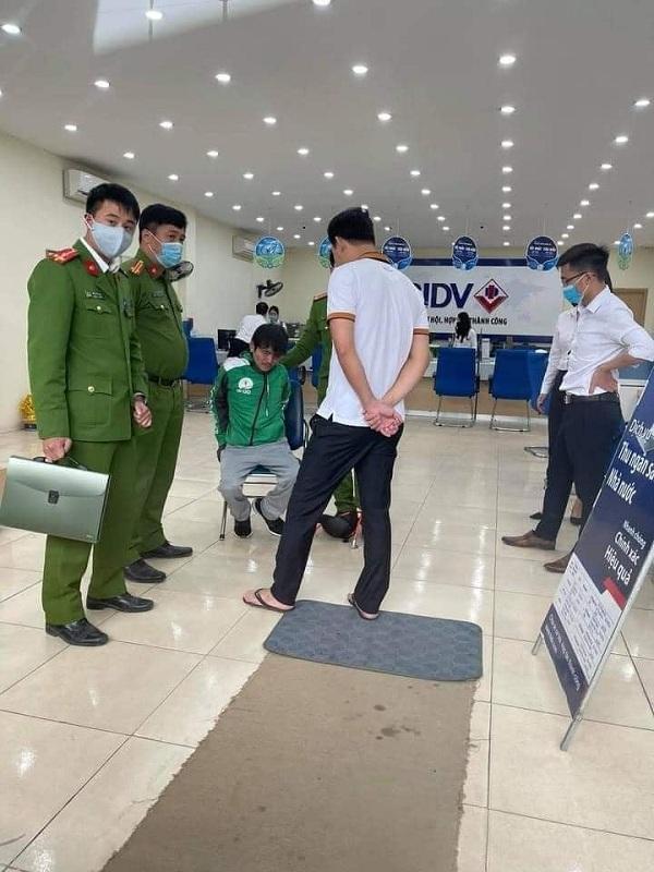 Nóng: Tóm gọn nghi phạm cướp ngân hàng BIDV tại Hà Nội - Ảnh 1