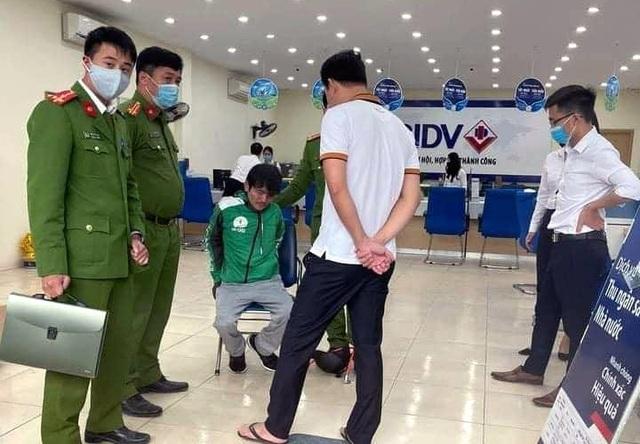 Diễn biến mới nhất vụ tài xế taxi cướp ngân hàng BIDV - Ảnh 1