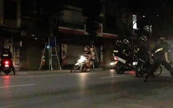 Hà Nội: CSCĐ bắt nhóm học sinh đua xe máy trong đêm náo loạn đường phố - Ảnh 1