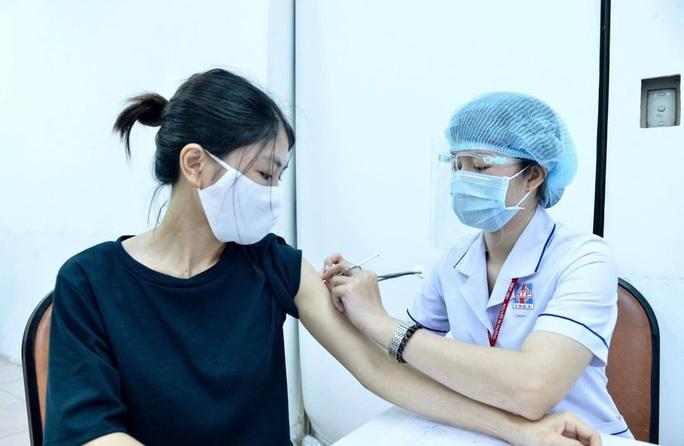 tp hcm de nghi bo y te xem xet cap vaccine lien tuc trong thang 8 dspl 1