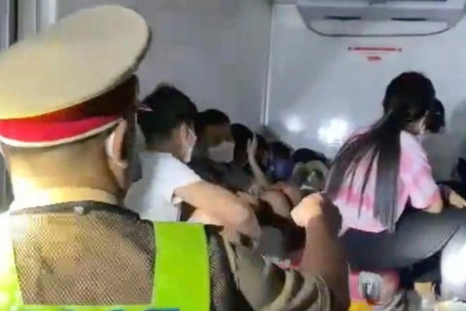 vu 15 nguoi bi nhet trong thung xe dong lanh de thong chot ha tinh khong to chuc don cong dan vi pham dspl 1