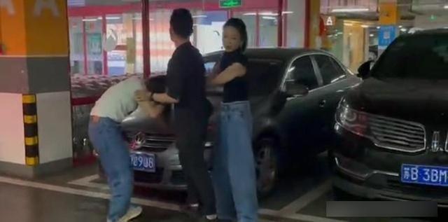 vo di danh ghen buong mot cau day cay dang thai do va hanh dong cua chong gay phan no tot do