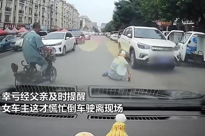 nguoi phu nu co tinh nga truoc dau xe de an va roi chung hung truoc phan ung cua tai xe1