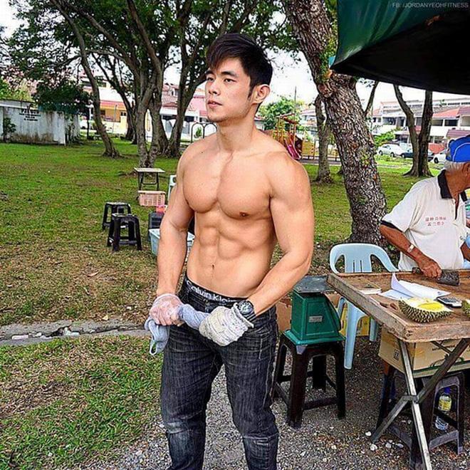 hot boy 6 mui ban sau rieng gay sot voi ngoai hinh giong chau kiet luan hien ra sao1