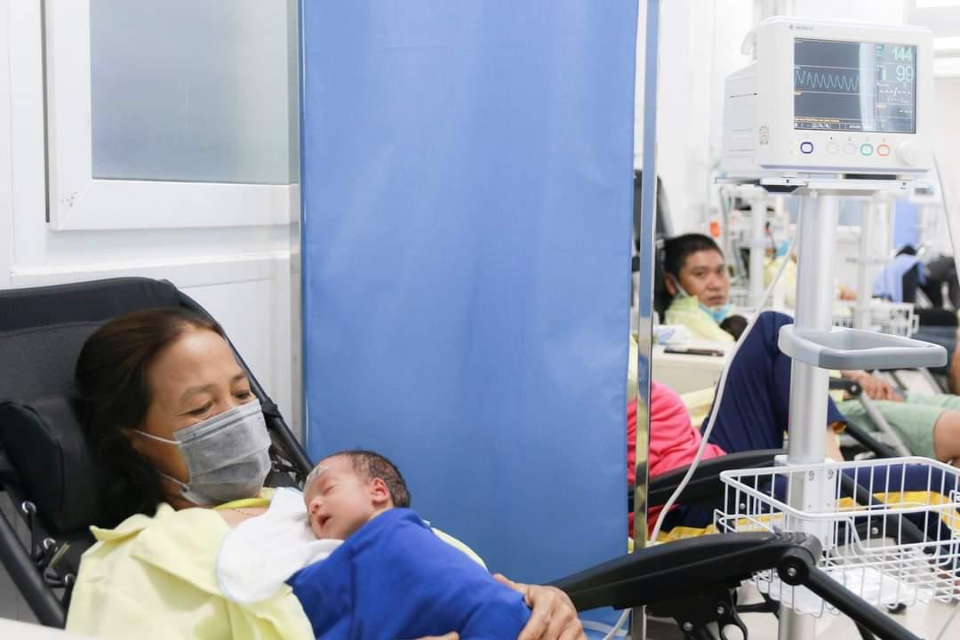 tin tuc doi song ngay 247 san phu 51 tuoi mang thai doi sinh con khoe manh1