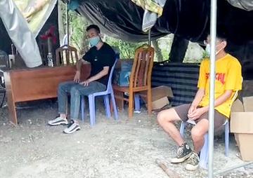 phat hien xe khach cho 4 nguoi nuoc ngoai khong co giay to tuy than