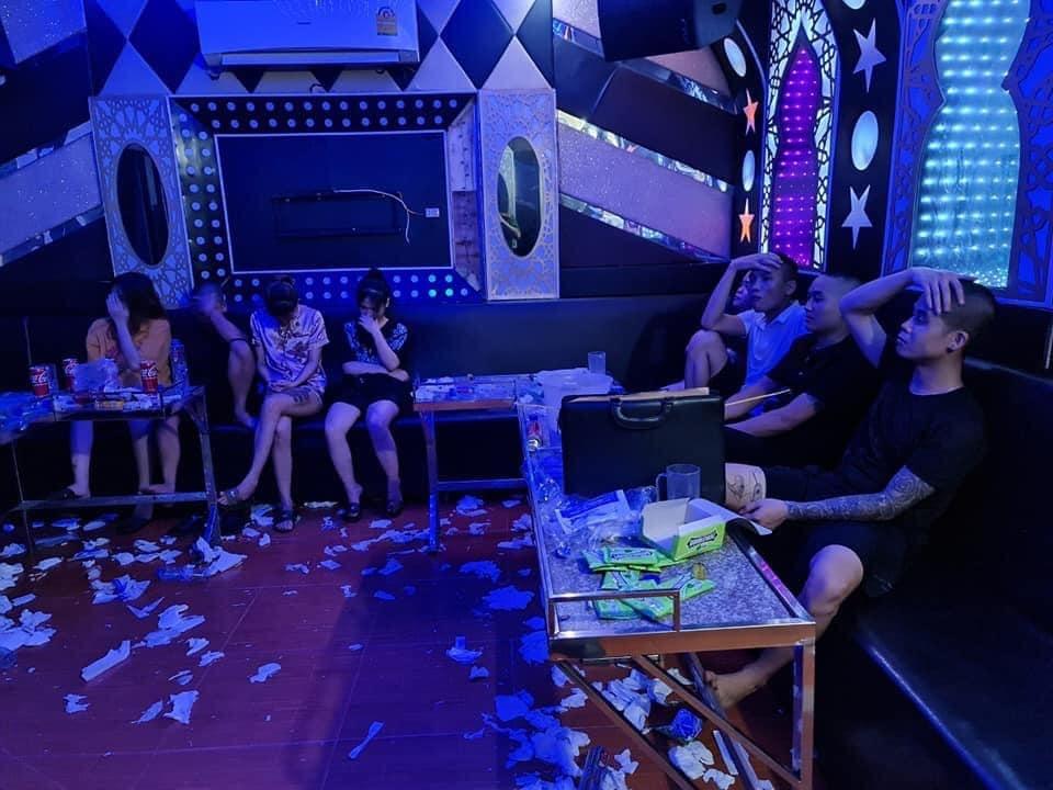 chu quan karaoke ru ban bay lac 1