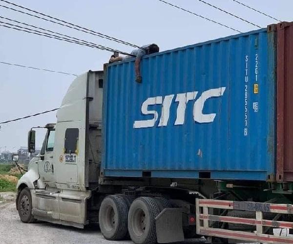 bac ninh go thung xe container vuong phai day dien tai xe bi dien giat tu vong tai cho