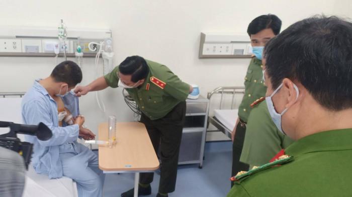 giam doc cong an ha noi tham hoi trao bang khen cho tai xe taxi dung cam bat cuop