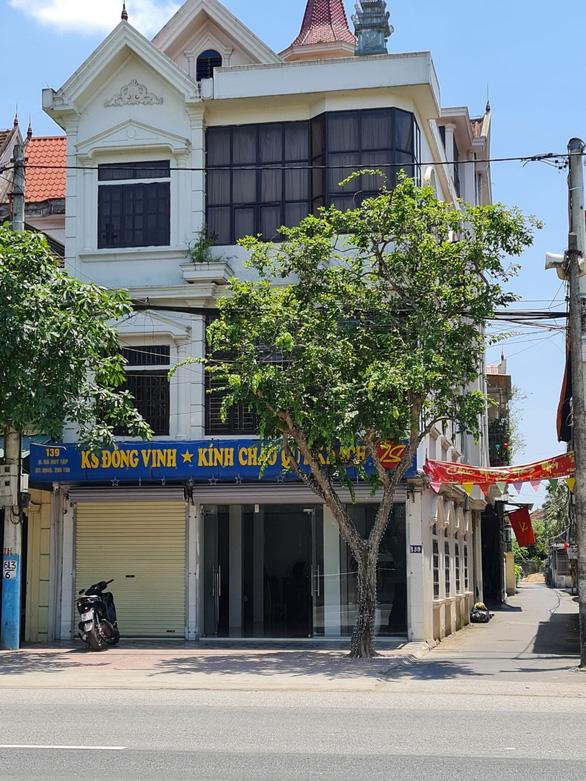canh sat dot kich khach san 3 con bac lieu linh nhay tu tang 3 bo tron 1