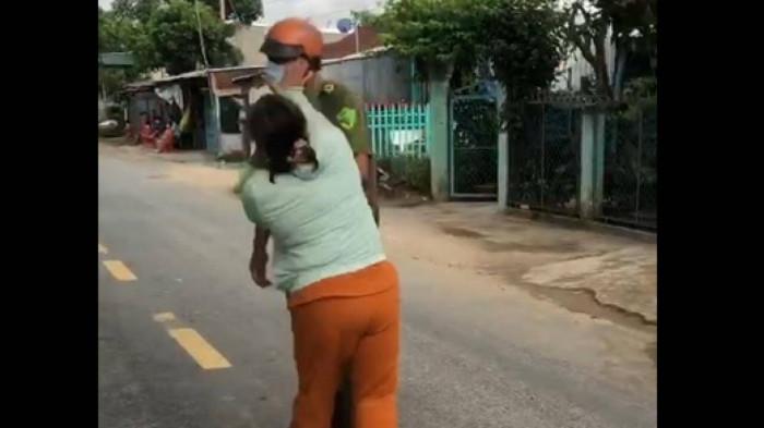 chong bi lap bien ban do o nha buon nen di choi vo xong den chui boi danh cong an