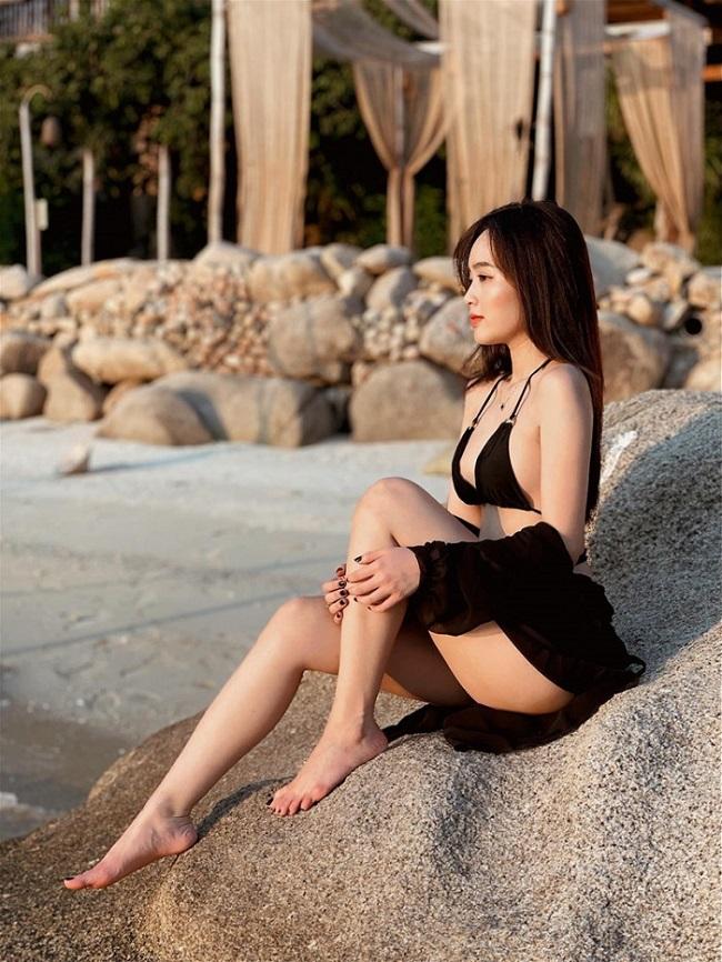 voc dang bong ray cua hot girl mot con trong mon con mat dang noi dinh noi dam tren mang xa hoi 03