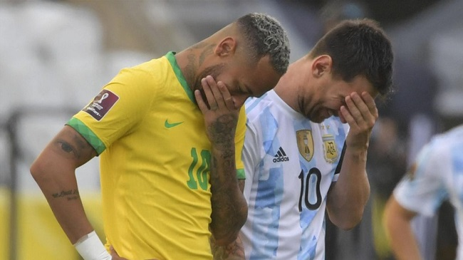 canh sat tran vao san truc xuat cau thu sieu kinh dien brazil va argentina thanh tro cuoi 01