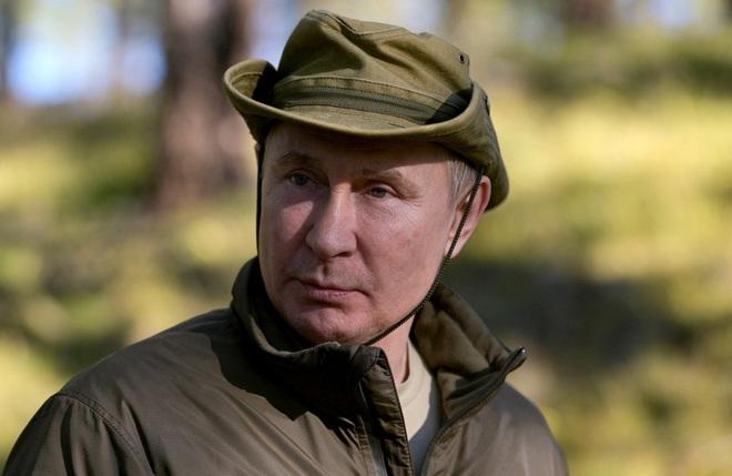 dien kremlin dang anh ong putin loi suoi cau ca o siberia sau thoi gian cach ly do covid 19 06