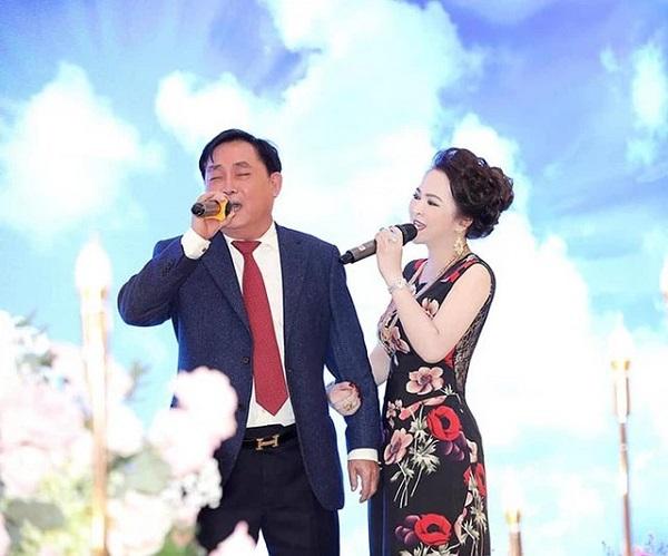 yeu vo nhu chong ba phuong hang mot cau co may hai cau co may mang nhan vien chi vi mot chi tiet don gian 011