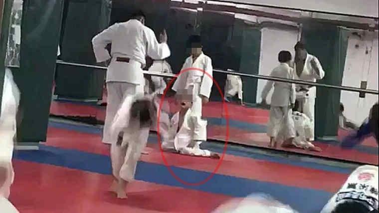 cau be tu vong sau 27 lan bi vat trong lop judo