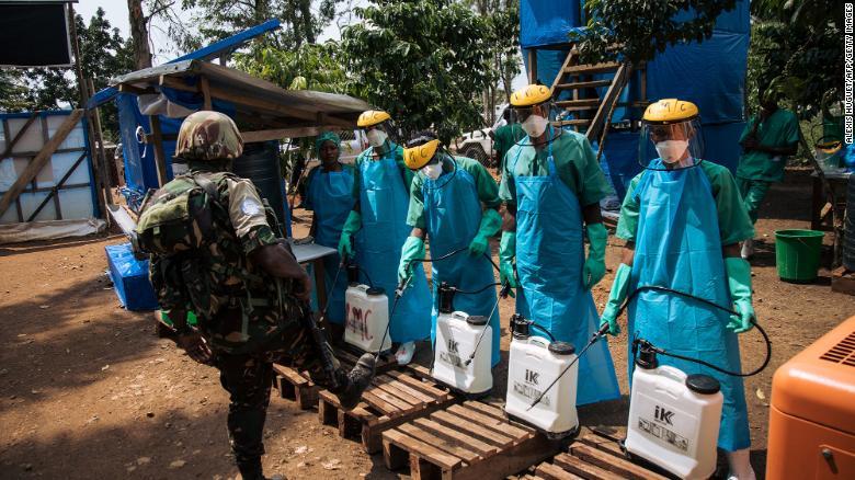 nhan vien who lam dung tinh duc phu nu khi cuu tro dich ebola dspl