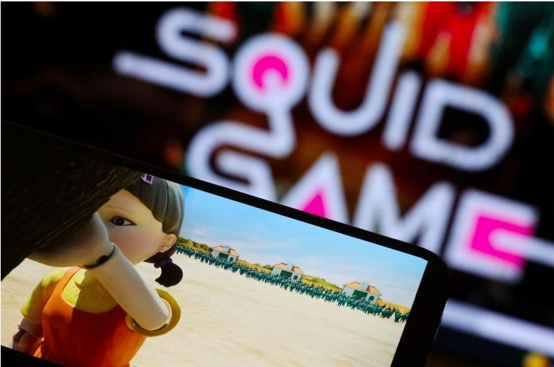 canh sat canh bao su nguy hai cua phim squid game dspl