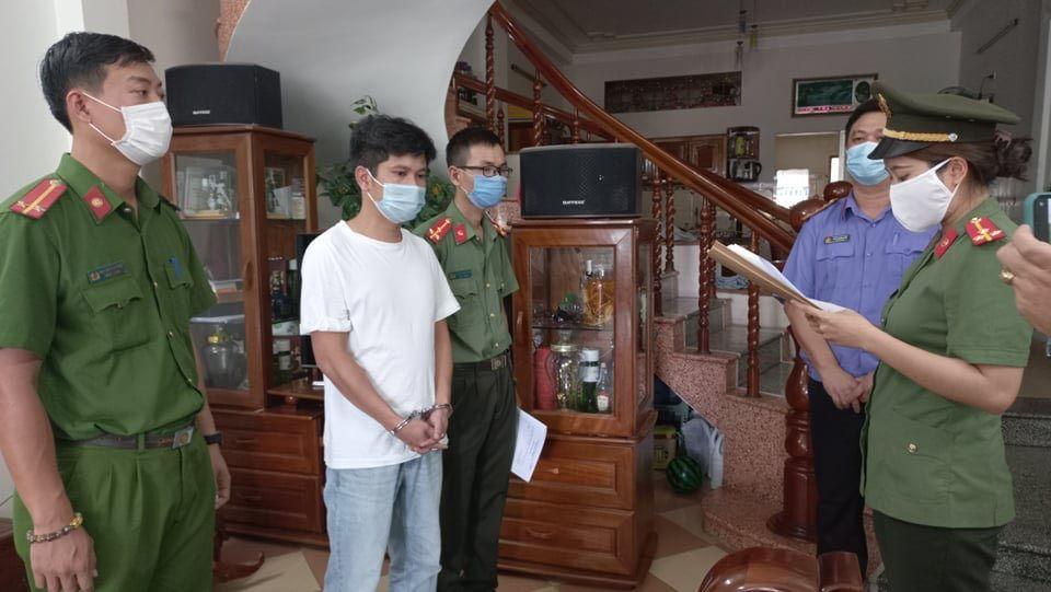 khoi to 4 giam doc tiep tay cho nguoi trung quoc nhap canh trai phep duoi mac chuyen gia dspl